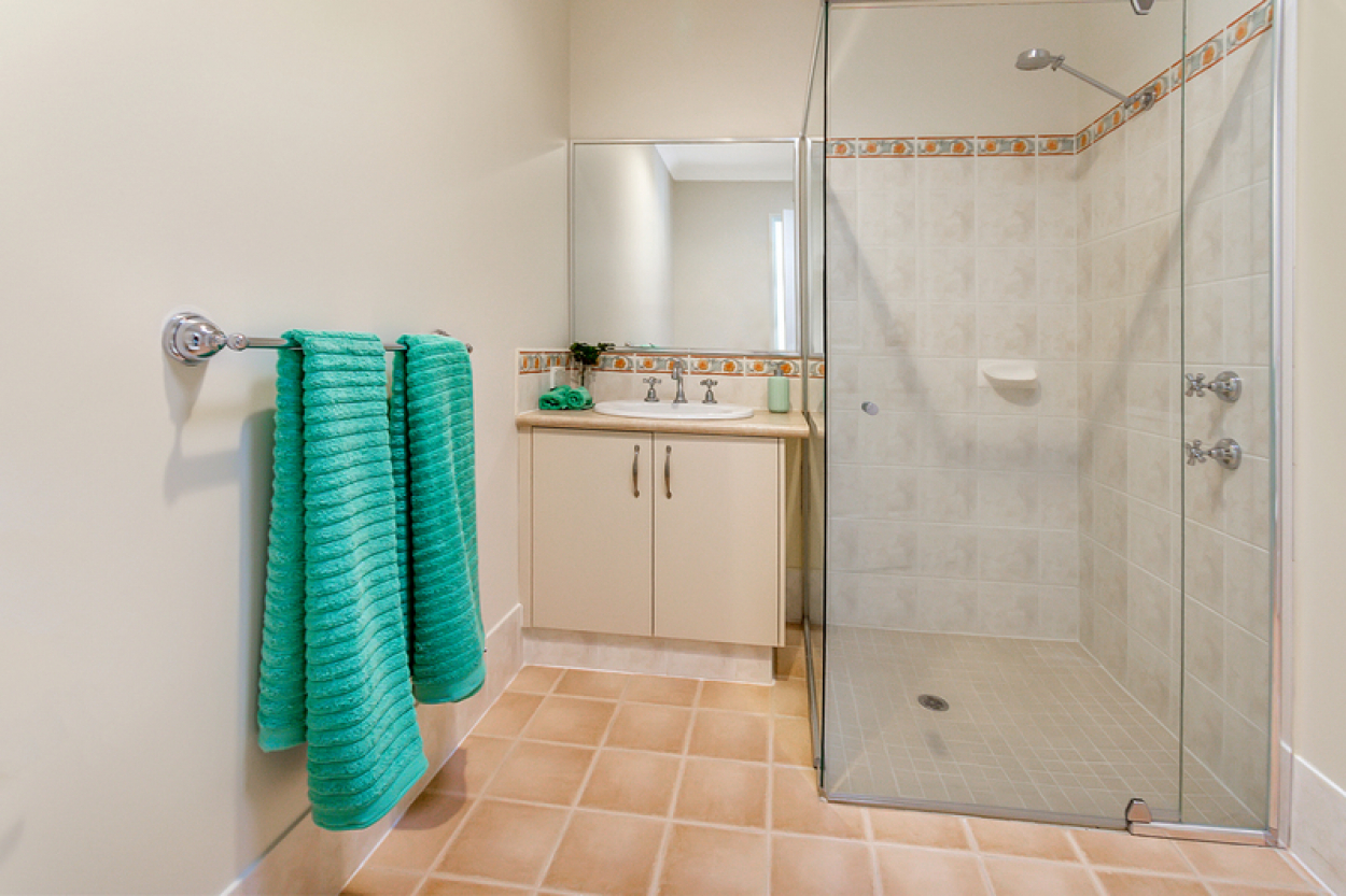 Beautifully located villa with new paint, carpets, window treatments and flooring