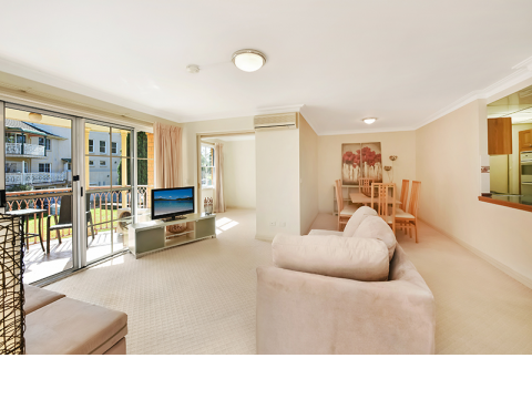 No. 50 Windsor Gardens 2BR Grand proportioned apartment with a brand new kitchen