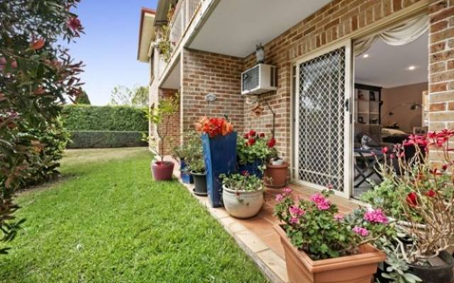 Ground floor with Sensational Garden Outlook!