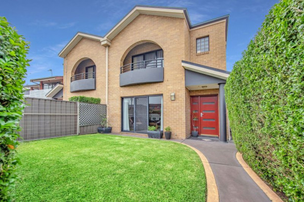 Torrens Title Townhouse in Prime Lifestyle Spot