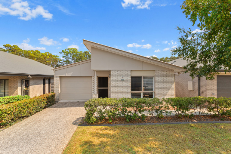 Peaceful location - sit back and relax - Moreton Shores 131