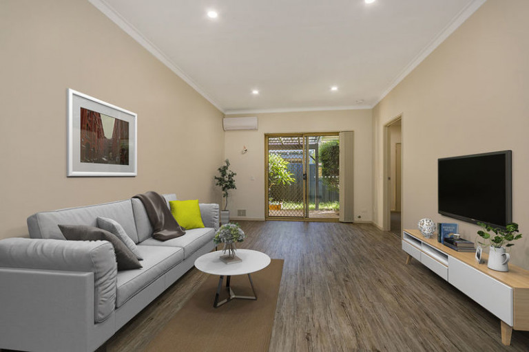 34 Lakeside Gardens - Be sure to inspect this beautifully renovated home that is ready to move into now!