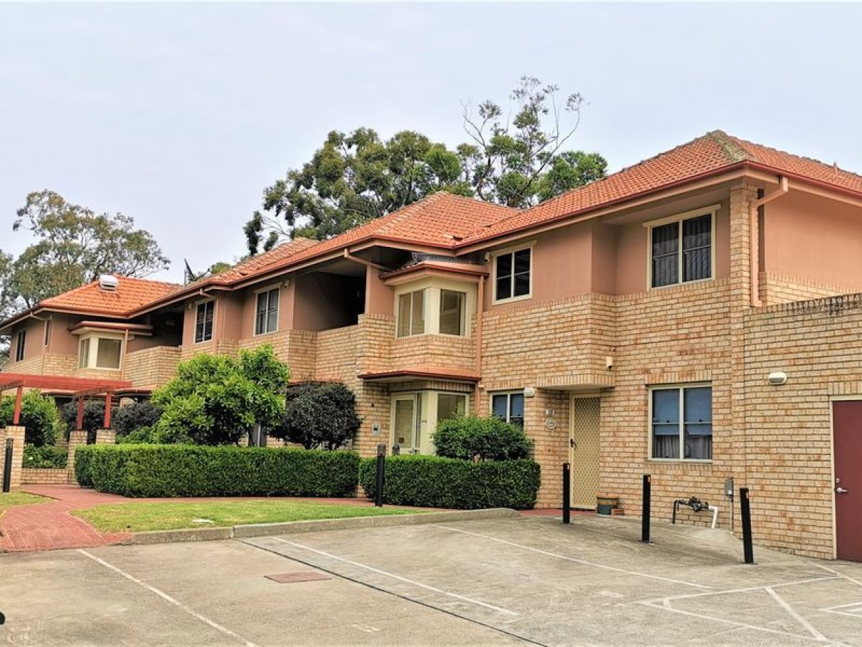 Large, Quiet and Immaculate 2-Bed Unit at Convenient Location