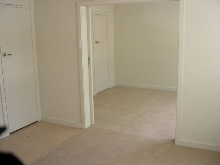 GREAT LOCATION- INNER CITY NEWCASTLE WITH PARKING
