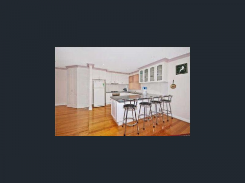 ROOM TO RENT - LARGE FAMILY HOME