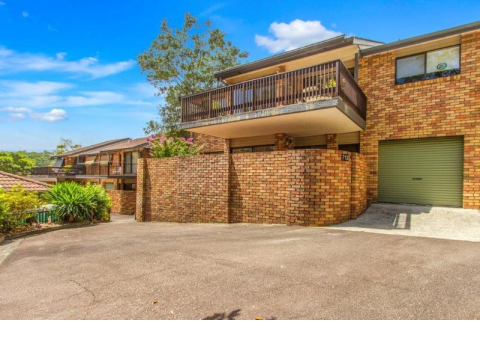 Lovely unit in a private location with courtyard areas front and back