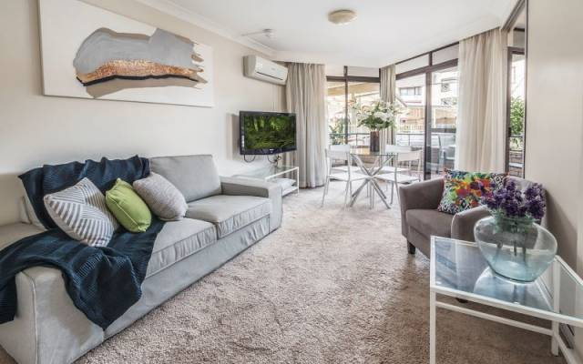 Sunny One Bedroom Serviced Apartment