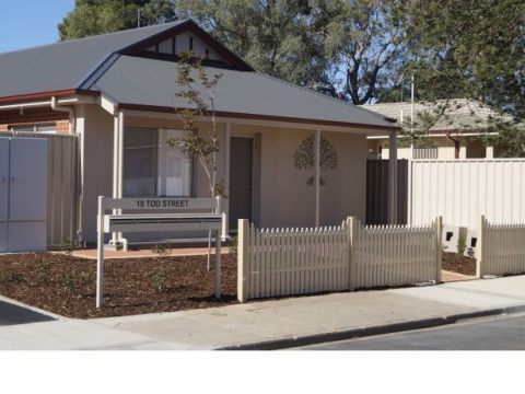 One Bedroom plus Sunroom - 100m from Gawler main shopping precinct