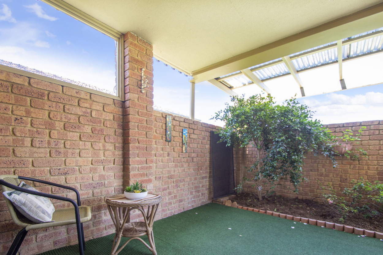 Location, Location, Location! Wonderfully positioned in the dress circle of the village and close to all amenities!