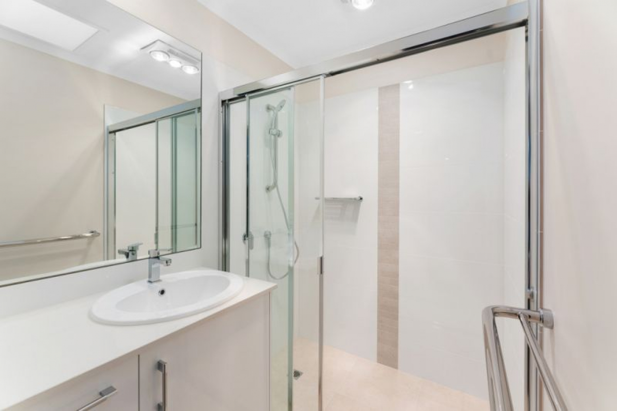 Looks and feels brand new, 2 bedroom apartment