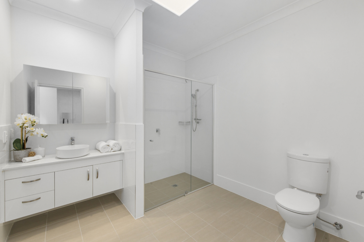 Wonderful 2 bed unit a stones throw to everything you need
