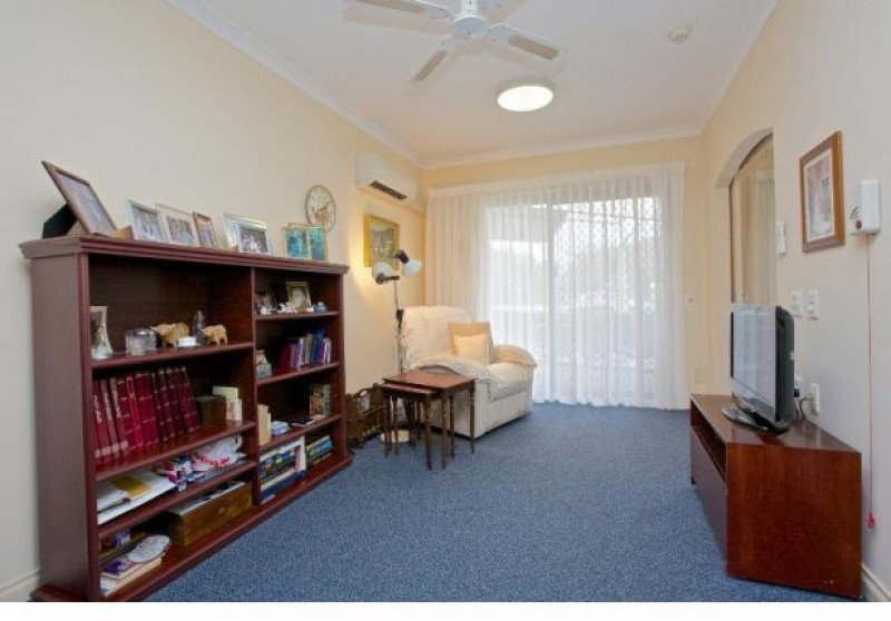 Moline House is within easy reach of the popular Karrinyup Shopping Centre, neighbouring parklands and local transport.