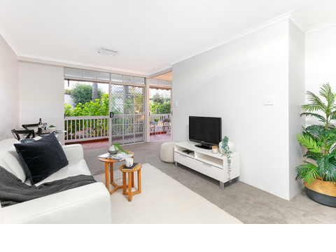Renovated, stylish garden care apartment