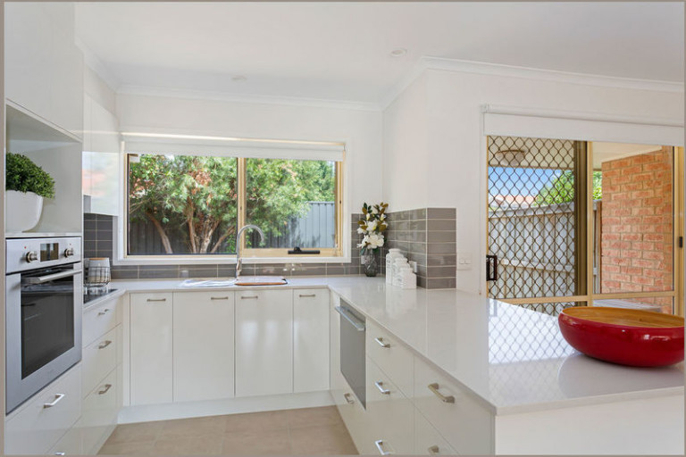 Beautiful home with modern upgrade perfectly located in quiet court