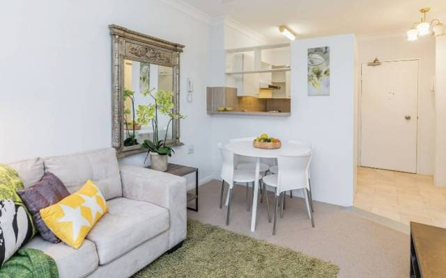 Sunny One Bedroom Independent Apartment