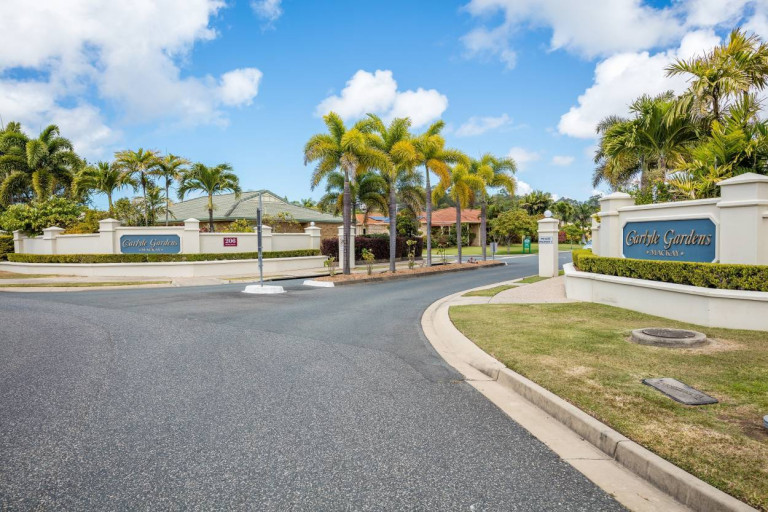 Downsize to a Great Two Bedroom! Carlyle Gardens