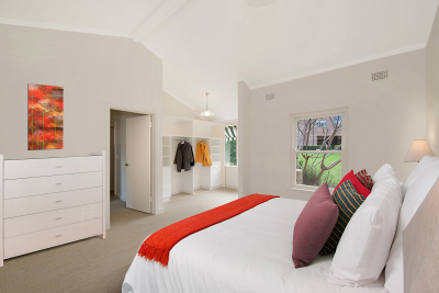 2 Bedroom Villa in a great location close to Macquarie Station and Shopping Centre precinct