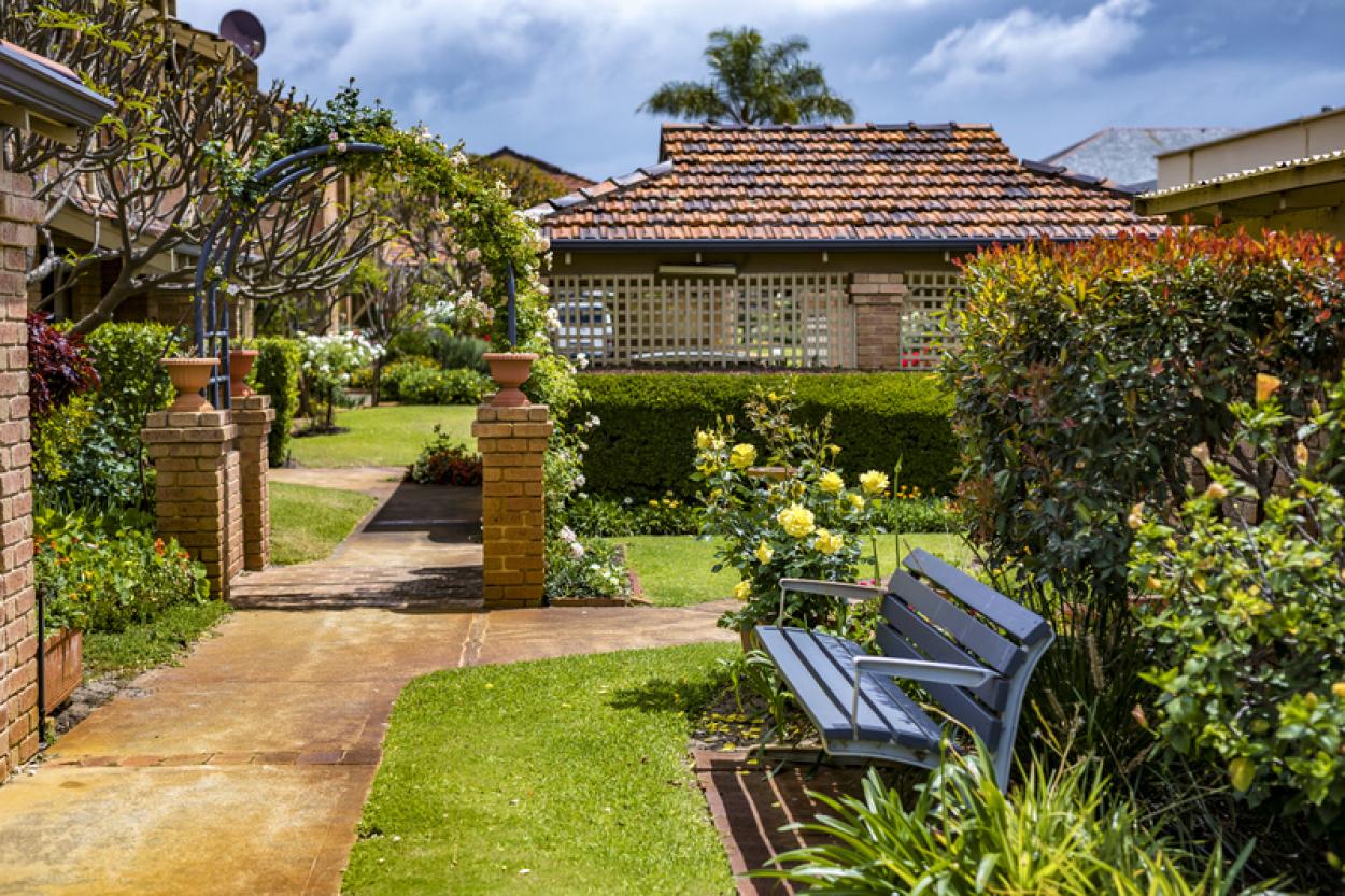 Do not miss this delightful upgraded villa!!