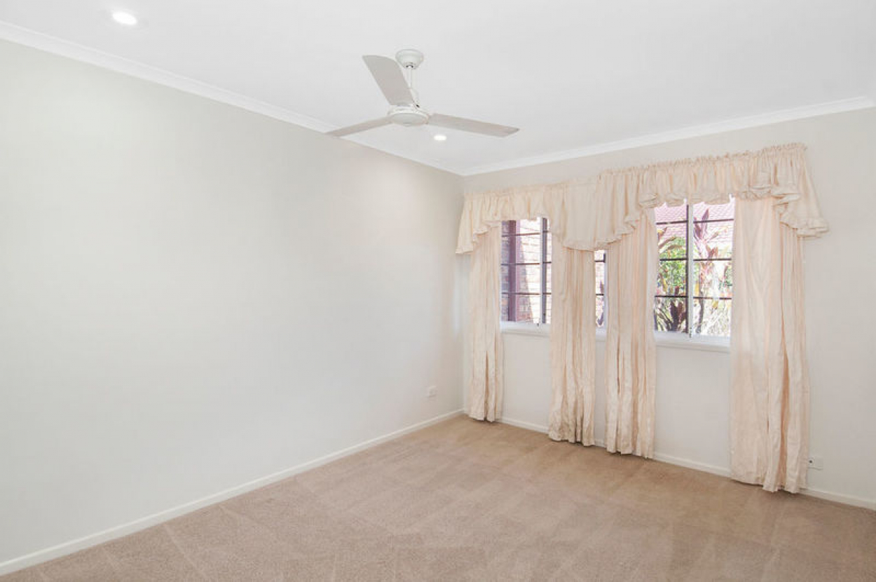 Newly refurbished 2 bedroom villa with northern aspect