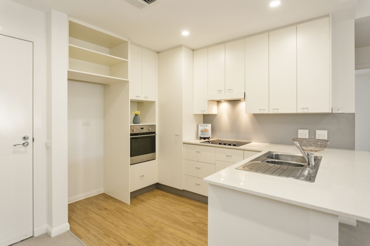 Modern terrace level home close to amenities