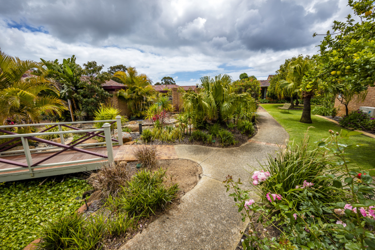 Stroll to the Clubhouse and amenities