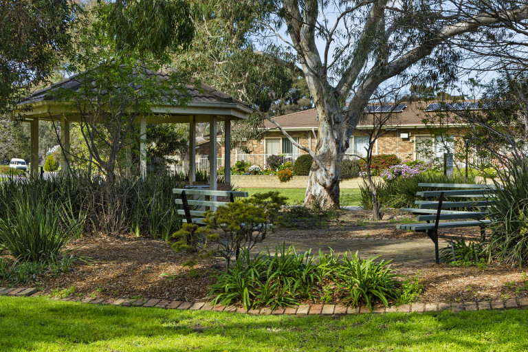 Spacious 2 bedroom villa close to Westerfolds Park - Stockland Templestowe Village