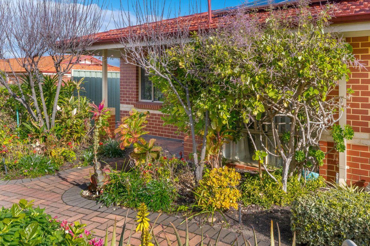 Impressive light and bright villa set in a superb central garden location
