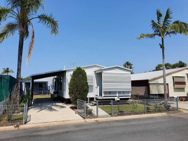 THIS LITTLE STUNNER HAS BEEN FULLY RENOVATED - 4 Hibiscus Avenue