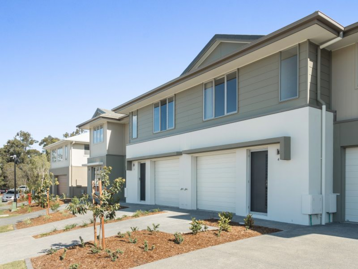 LUXURY 3 BEDROOM TOWNHOUSE......IN SPRINGFIELD'S MOST SOUGHT AFTER LOCATION....