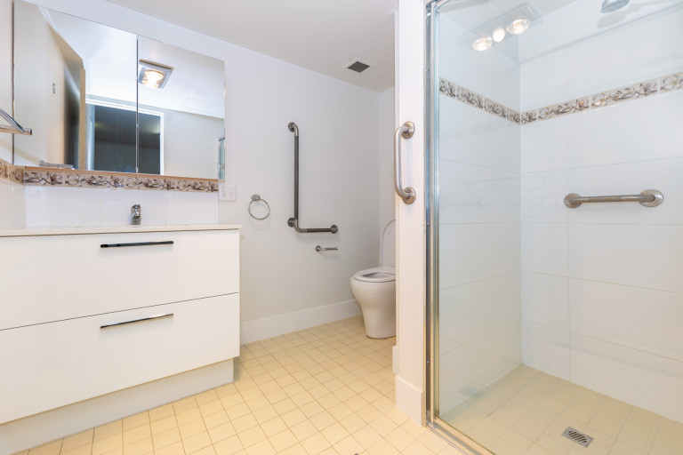 Support, privacy and convenience in a fully renovated apartment