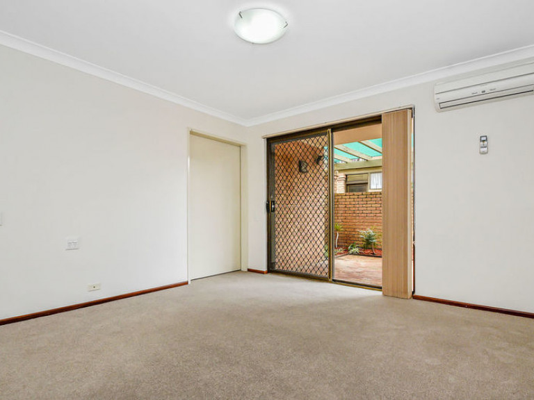 Delightful and easy care villa opposite clubhouse!!