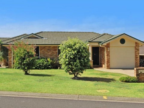 EASY CARE LAURIETON VILLA IN DESIRABLE LOCATION