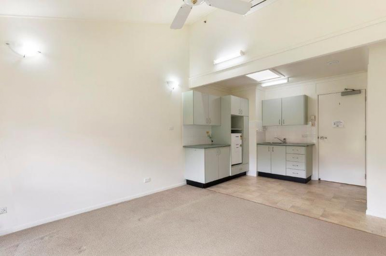 Sunny West Facing Serviced Apartment