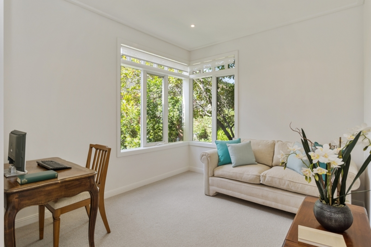 Light and bright apartment with lovely garden views