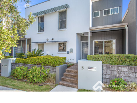 Boutique Town Home in Fantastic Location