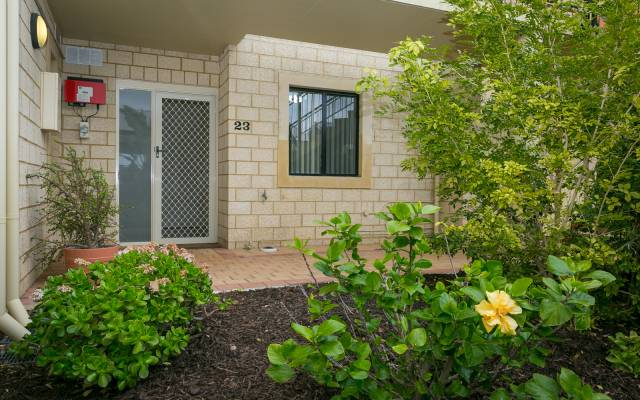Better than New! Ground Floor Apartment with new interior throughout