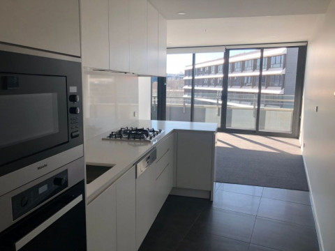 STUNNING NEW 1 BEDROOM APARTMENT WITH CITY VIEWS