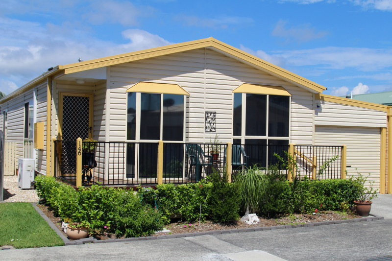 Palm Lake Resort Banora - Over 50's 'Pet Friendly' lifestyle village, close to shopping centres, bowling & golf clubs