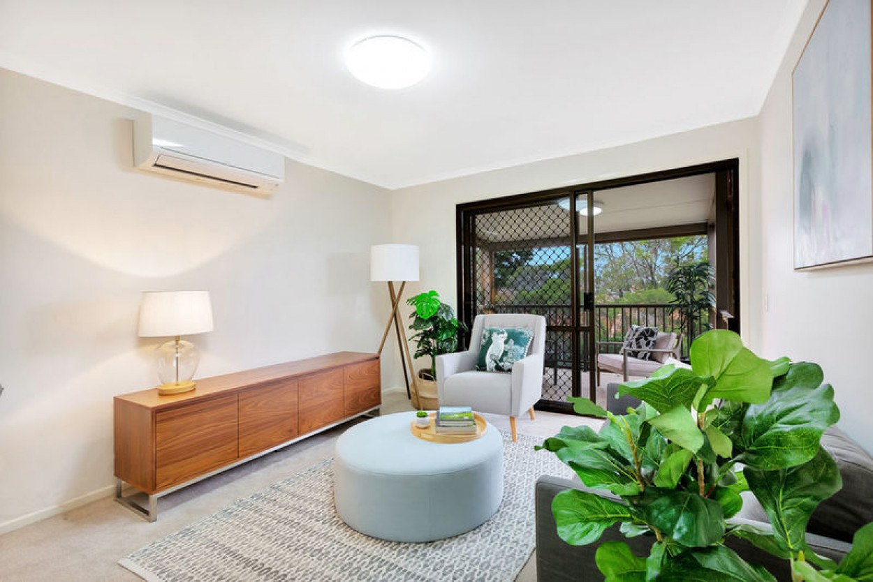Tranquil location with lush garden surrounds