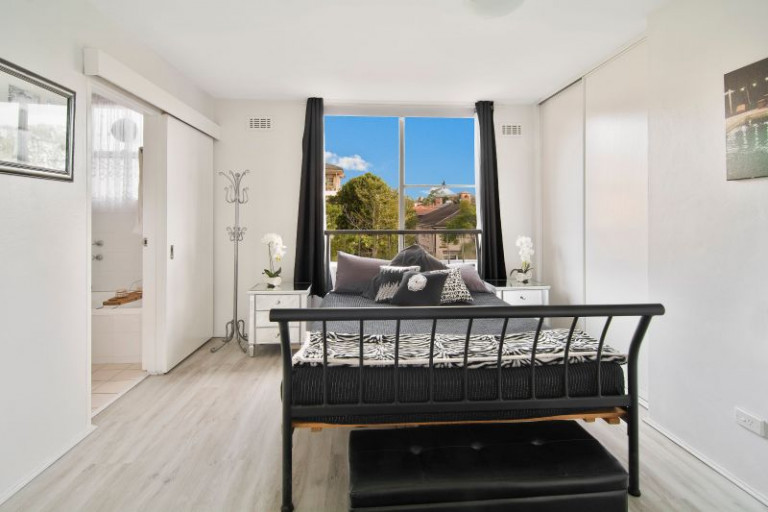 Surprisingly Quiet Light- filled Apartment with View