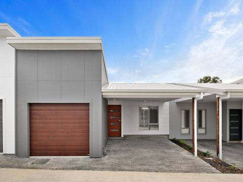 Parkside Loganlea Hazelnut court Harcourts Nexus.Over 50 independent living.Down Sizing