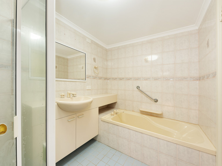 Independent 2Br open plan apartment - Best of both worlds lifestyle