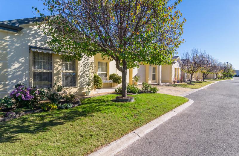Luxury 2 bedroom home in a wonderful retirement community!