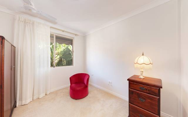 Delightful One Bedder with Garden Outlook.