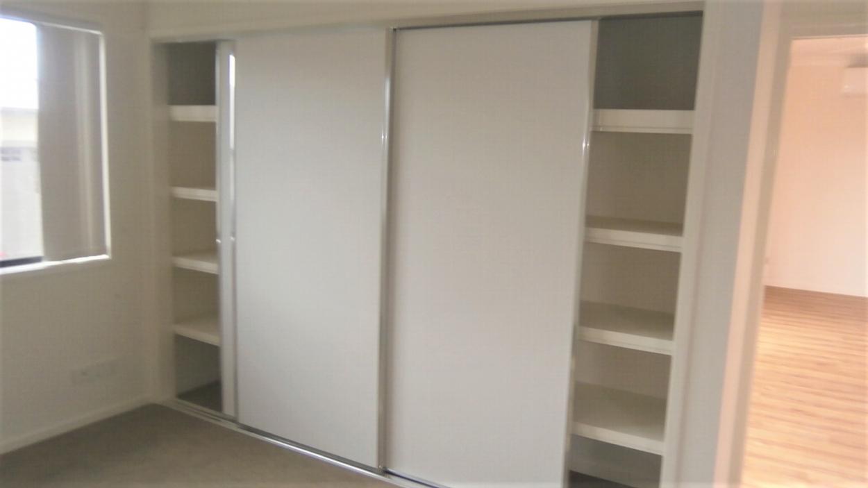 BRAND NEW, NEVER OCCUPIED, 3 BEDROOMS OPEN PLAN, A/C, CARAVAN STORAGE AT DOOR