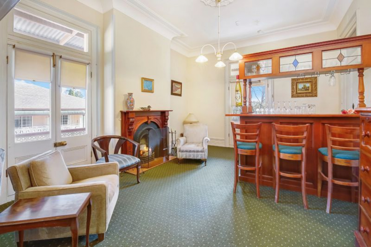 RECENTLY RENOVATED 1 BEDROOM APATMENT IN ARGUABLY NORTH SHORES MOST POPULAR RETIREMENT VILLAGE