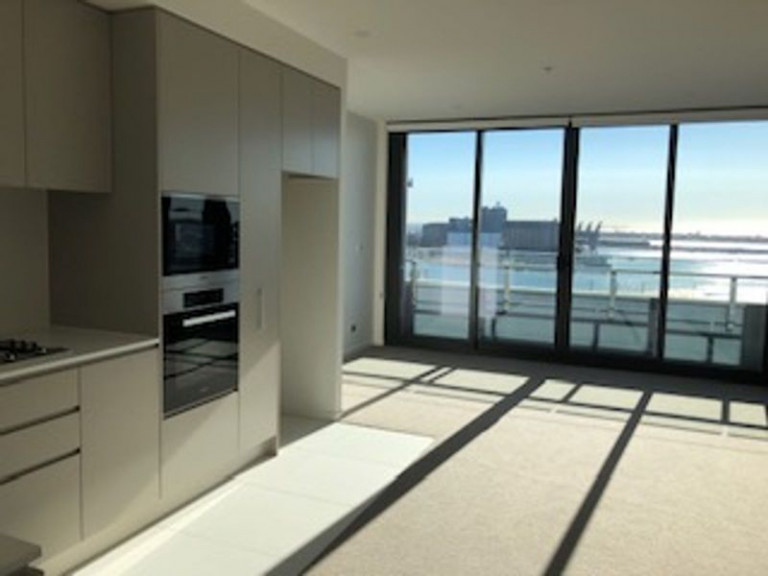 BRAND NEW 11TH FLOOR LARGE 1 BEDROOM OVERLOOKING CITY & HARBOUR