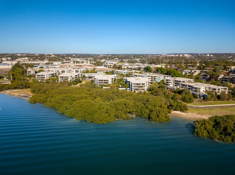 Waterfront retirement village - Modern 2-bed apartment, Taren Point