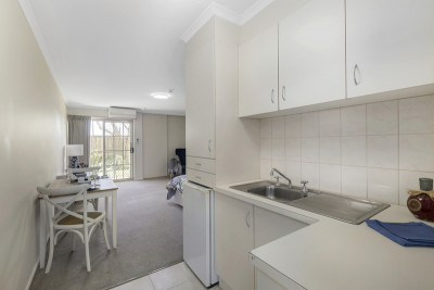 Stylish serviced apartment with light and bright vibe