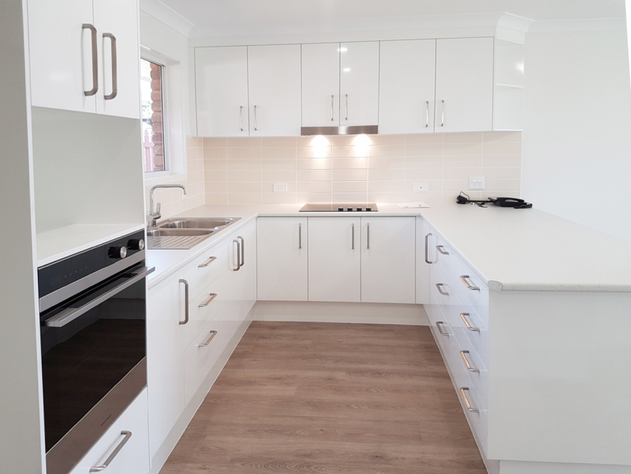 Beautiful west-facing unit – fully refurbished with lovely gardens